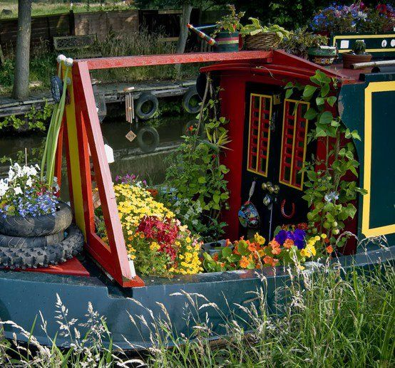 Narrowboats & Gardening - perfect picture