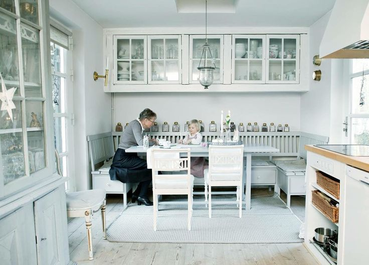 Jette has 11 grandchildren. Here she is sitting in the kitchen with one of her grand daughters Sonja #jetteshome #interiordesign #homedecor #jettefrölich #jettefroelich #jettefrölichdesign #jettefroelichdesign #danishdesign #scandinaviandesign