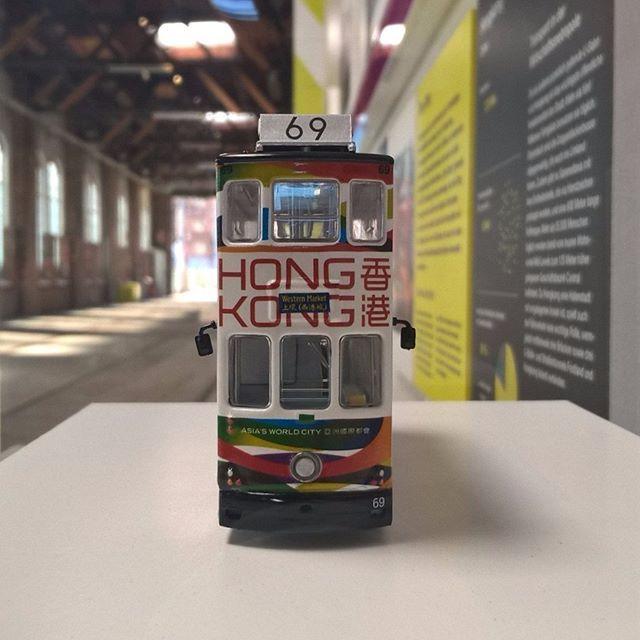 Modell der Hongkonger Straßenbahn (1:87 ?) im Straßenbahnmuseum Wien    #strassenbahn #tramway #tram #hongkong #china #modellbahn #modeltrain #modell #scalemodel #strassenbahnmuseum #museum #remise #wien #vienna #1zu87 #1_87 #1_87scale    #igersvienna #igerswien #igersaustria #wienstagram #visitvienna #visitaustria #myaustria #ilovevienna