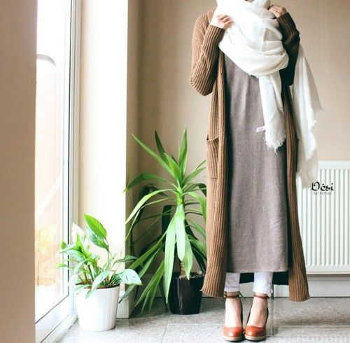 camel ribbed cardigan + oatmeal long maxi shirt + skinny jeans + white scarf + heels