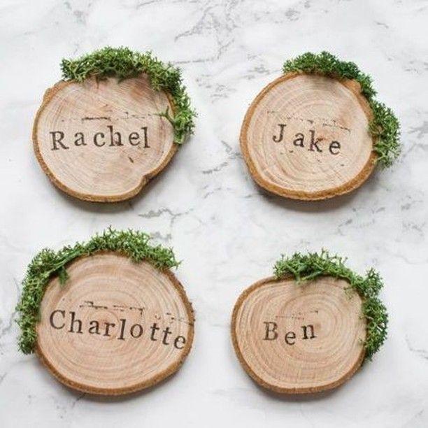 Leuk voor de D.I.Y. bruid. Bestel deze leuke houten schijfjes en maak een originele tafelschikking. Heel simpel door met stempels de naam van je gasten erop te drukken. Leuk voor een vintage, eco of bohemian wedding. Verkrijgbaar @Weddingdeco.nl -> Aan tafel / Tafel aankleding / Strooisel of direct via https://www.weddingdeco.nl/houten-schijfjes-naturel/ #WeddingdecoNL #weddingdeco #hout #houtenschijfjes #tafelschikking #wood #DIY #stempels #vintagethema #vintageweddingthema #boho #bohemian…