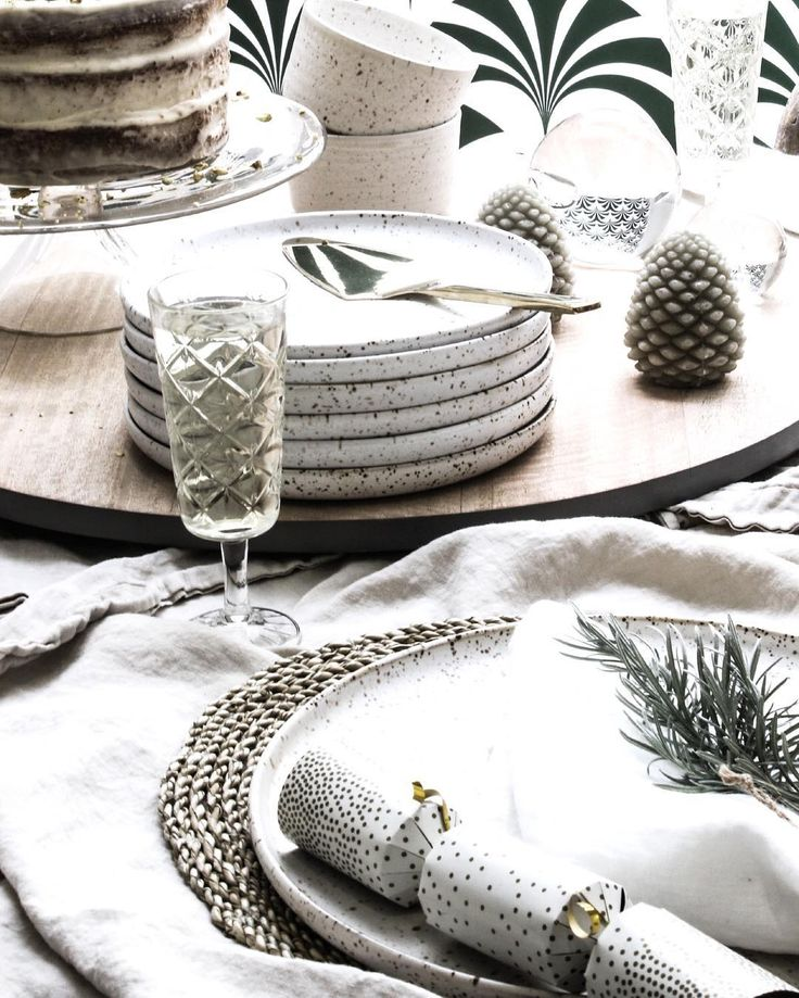 Join us at the Paddington Pop Up tonight for a VIP Shopping Night - 20% off store wide free gift wrapping and a little goodie bag to take home with you. 5 - 8pm at 255C Oxford St Paddington NSW. You can go home with a festive table setting just like this one created by @the_life_style_edit - now that's the way you impress your mother in law this Christmas!!