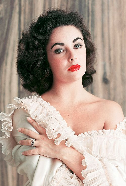 Elizabeth Taylor photographed by Mark Shaw, 1956. #vintage #1950s #actresses