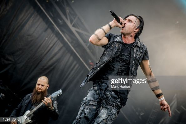 barry-stock-and-matt-walst-perform-with-three-days-grace-on-day-1-of-picture-id453417940 (594×396)