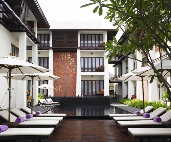 In het oude centrum van Chiang Mai ligt het U-hotel, een kleinschalig boutique hotel met intieme sfeer. Het hotel heeft iets unieks! Check:   http://www.333travel.nl/hotel/thailand/333trendy-u-hotel-chiang-mai?productcode=H5012