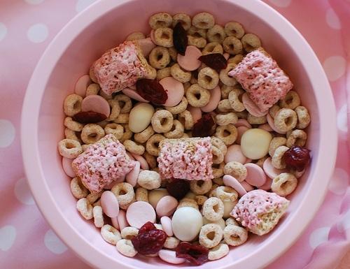 Toddler Valentine Snack Mix...