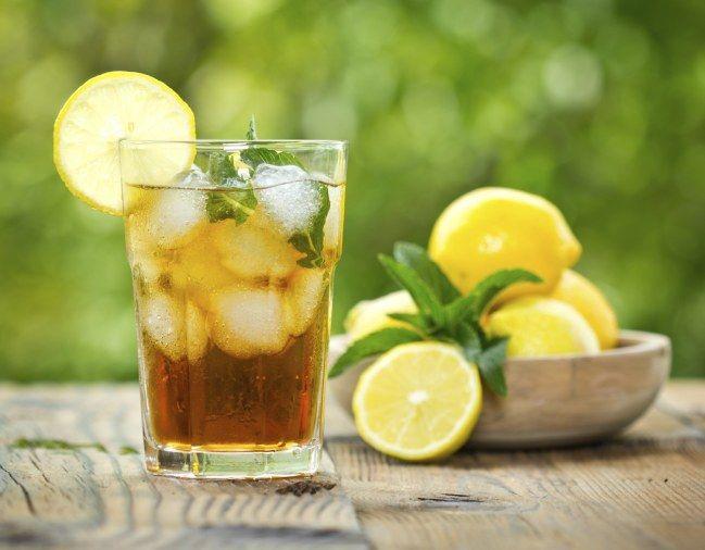 Amaretto Sprizz: Apple Juice, Ginger Ale, Amaretto, Prosecco, Soda, Lemon Slice, Mint.