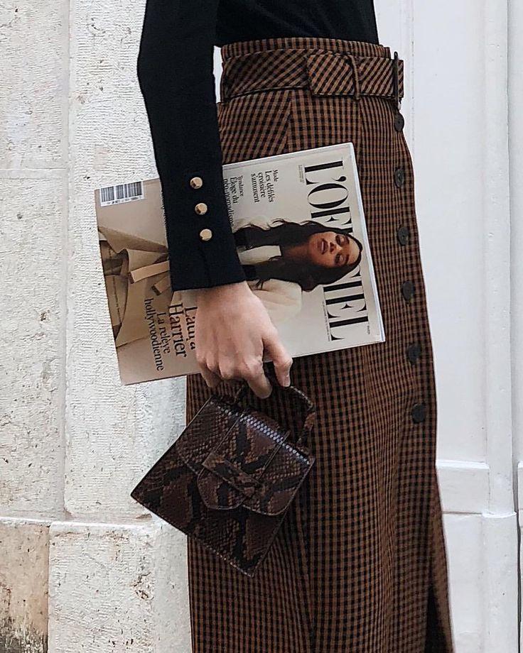 Rok met hoge taille, trui met knopenaan de mouwen  #fashion #kantooroutfit #ideas #outfitideas #mode #moda #ideeën #outfitideeen #modetrends #classy #style – Anna