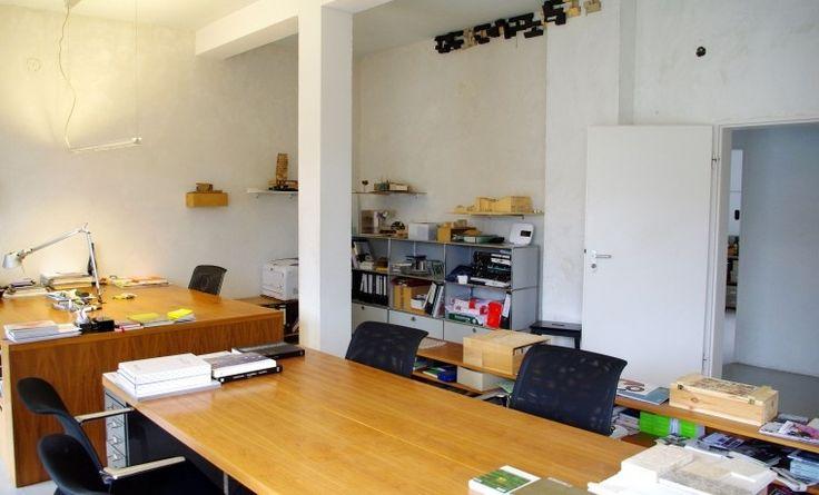 Büroraum mitten im Zentrum Frankfurts in Architekturbüro #Büro, #Bürogemeinschaft, #Office, #Coworking, #Frankfurt