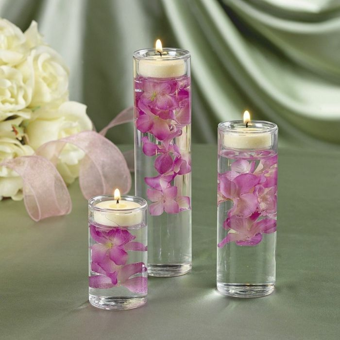 romantisch wohnen orchideen künstliche blumen schwimmende kerzen gläser