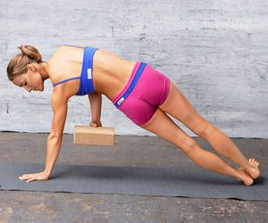 This Side Plank Variation #exercise from our Flat Abs Fast #workout works your abs and obliques!