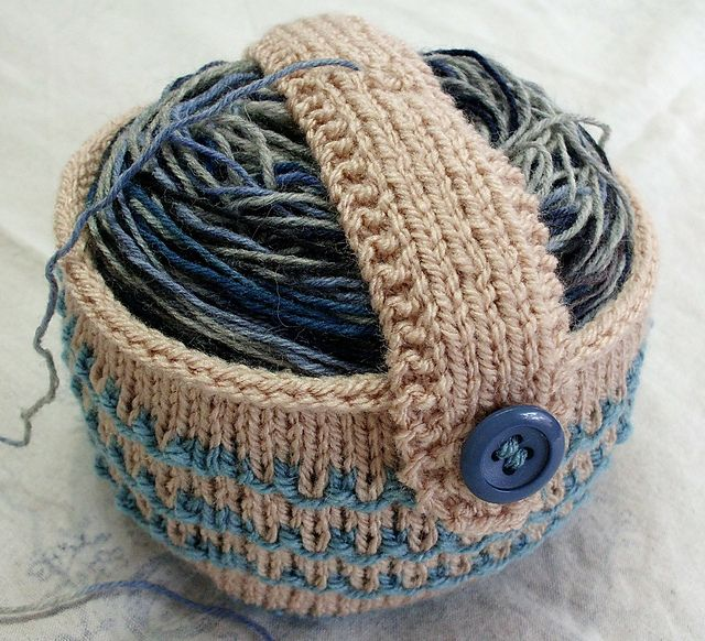 Do you love to turn skeins into cakes with a wool winder? Now, you can knit a home for your cake and protect it from the environment. The center pull goes through a little hole in the strap that holds the cake down. Perfect for on the go projects!
