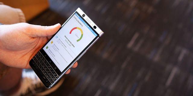 BlackBerry Luncurkan KEYone Yang Sekarang Booming Inovasi yang disodorkan BlackBerry melalui smartphone KEYone bisa dibilang sukses. Pasalnya, jumlah pemesanan ponsel ini diklaim sangat luar biasa. Hal itu disampaikan oleh Presiden TCL Steve Cistulli. Ia mengklaim kalau BlackBerry KEYone menjadi salah satu ponsel yang paling banyak dipesan di Kanada. BlackBerry KEYone sendiri ditawarkan lewat operator seluler Rogers di negara tersebut