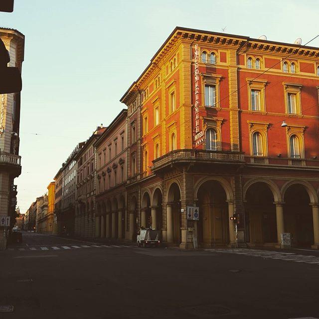 Buongiorno Bolognaaa #vivobologna #bologna #viaindipendenza #buongiorno #buonadomenica #italia #italy