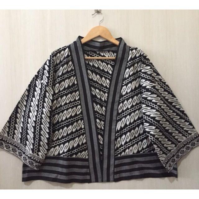 Saya menjual Kimono lurik mix batik seharga Rp129.000. Dapatkan produk ini hanya di Shopee! https://shopee.co.id/imanggoethnic/451303135 #ShopeeID