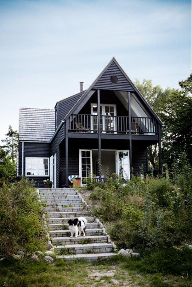 Zwart, houten zomerhuis