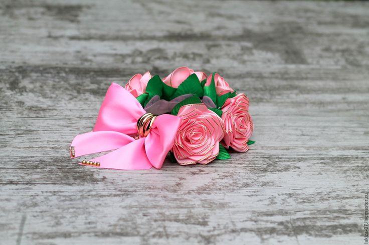 Купить Шикарная резинка на пучок с розами из лент ручной работы - розовый, украшения ручной работы