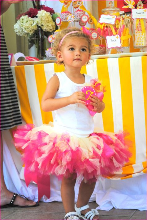 I kinda want to do a Pink Lemonade party with pink and yellow decorations.  I love pink and yellow♥