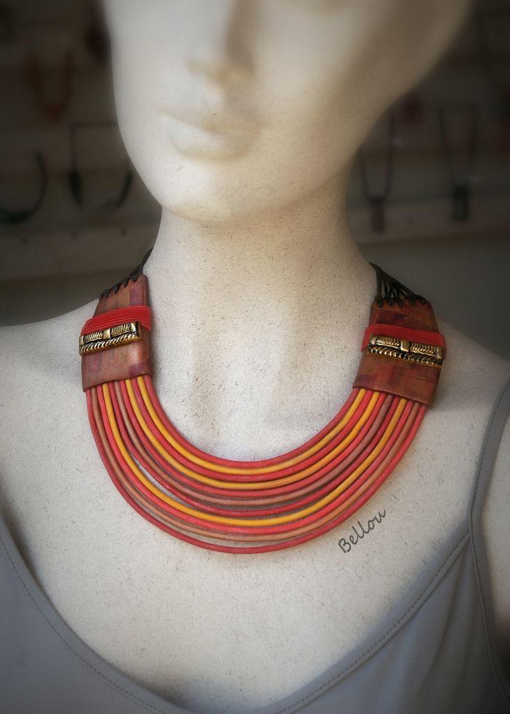 Collier style africain rouge,orange et brun : Collier par bellou