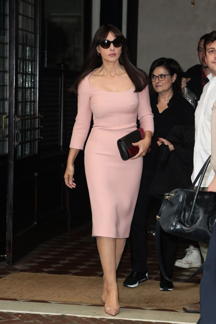 International actress Monica Bellucci (current James Bond girl) was recently seen in New York carrying the new Longchamp Artwalk clutch in burgundy on several occasions. Credit : Splash News