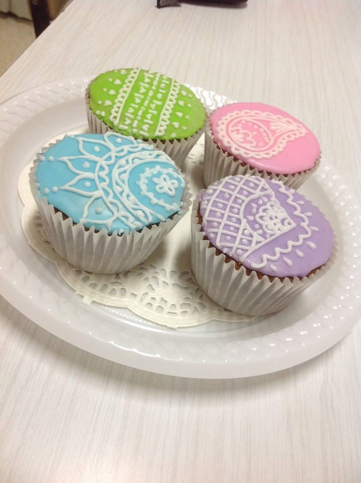 ···Cup cake decorating ideas!! Menhdi inspired!!!···