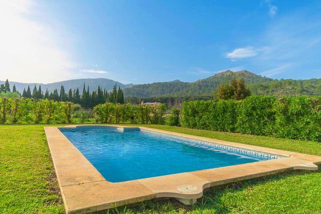 Komfortable kleine Finca in Golfplatznähe für Familien mit Kindern und Senioren. Natursteinfinca mit Pool bei Pollenca für Preisbewusste Mallorca Urlauber.