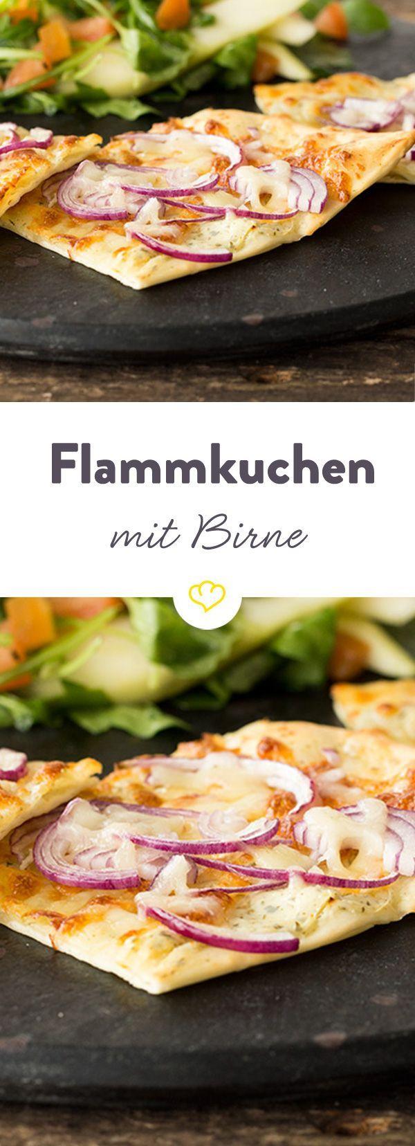 Frisch, leicht und lecker! So schmeckt unser Frühlingsrezept mit knusprig gebackenem Flammkuchen, knackigem Rucola und herrlich süßen Birnenspalten.