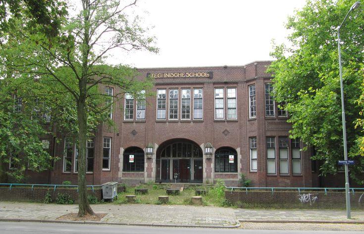 De Ambachtschool of later de LTS aan de Reeweg oost