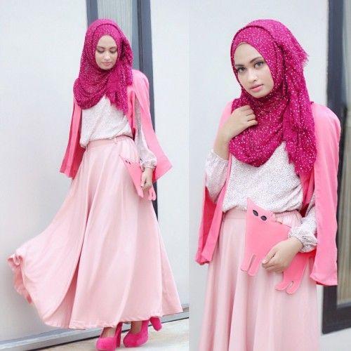 Dunia fashion yang semakin berkembang dapat membuat para wanita remaja muslimah tak risau lagi dalam memilih dan menyeleksi busana yang dipakai saat pesta atau acara resmi apa pun.