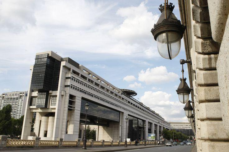 Dans leur rapport annuel sur les résultats du budget de l'État en 2016, les magistrats financiers dénoncent les artifices utilisés par le gouvernement Valls pour boucler, difficilement, l'exercice de l'année passée. Contrairement aux dires de l'exécutif, le déficit n'a que peu été réduit, malgré un contexte favorable.