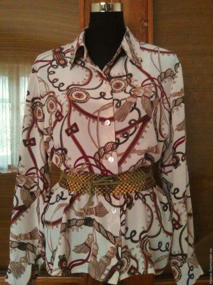 Купить или заказать шелковая блузка Kelly в интернет-магазине на Ярмарке Мастеров. Дорогая, качественная ткань (Mullbery silk) не нуждается в ухищрениях кроя - достаточно безукоризненного исполнения и шелк сам скажет все: классический прямой крой, трендовый принт, четкие линии маленького воротничка на стоечке, длинный рукав на манжете и маленькие боковые разрезы - блузочка большого размера из великолепного итальянского крепдешина(шелк 100%) роскошного геральдического рисунка.