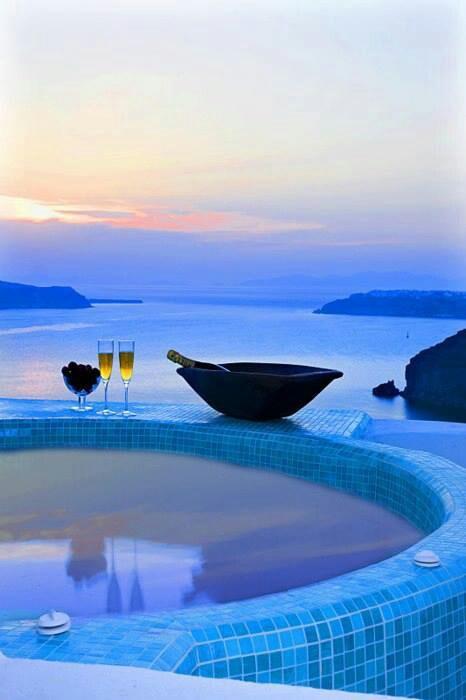 #hottub #amazingview #seaside - Santorini Grecia