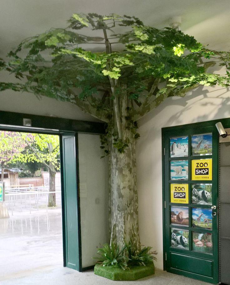 """Blickfangdisplay """"Baum"""" im ZOOSHOP des Tiergartens Schönbrunn - von der Natur inspiriert"""
