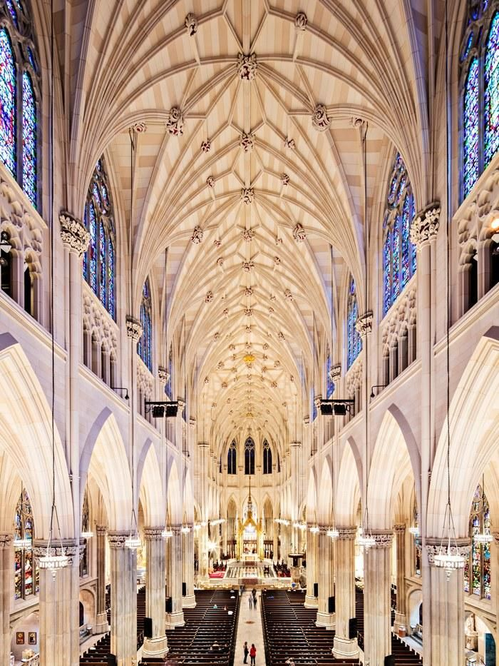 St. Patrick's Cathedral Is Born Anew After a $177 million Restoration More news about New York city here ! http://www.cityoki.com/en/cities/newyork/ Plus d'actus sur la ville de New York ici ! http://www.cityoki.com/fr/villes/newyork/