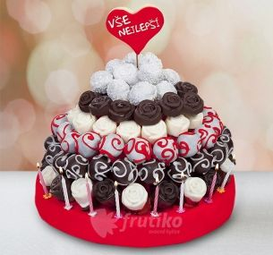 If you want to make a surprise you can send this delicious birthday cake. http://www.frutiko.cz/en/birthday-cake #birthdaycake #cakeflowers #frutiko