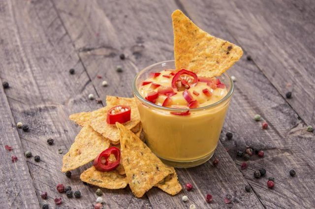 Cheddar cheese sauce pairs well with tomatoes and smoky flavor.