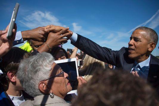 Le président américain s'est exprimé sur la vidéo de Donald Trump publiée vendredi et plus largement sur l'incompétence du candidat républicain à ses yeux. JIM WATSON / AFP