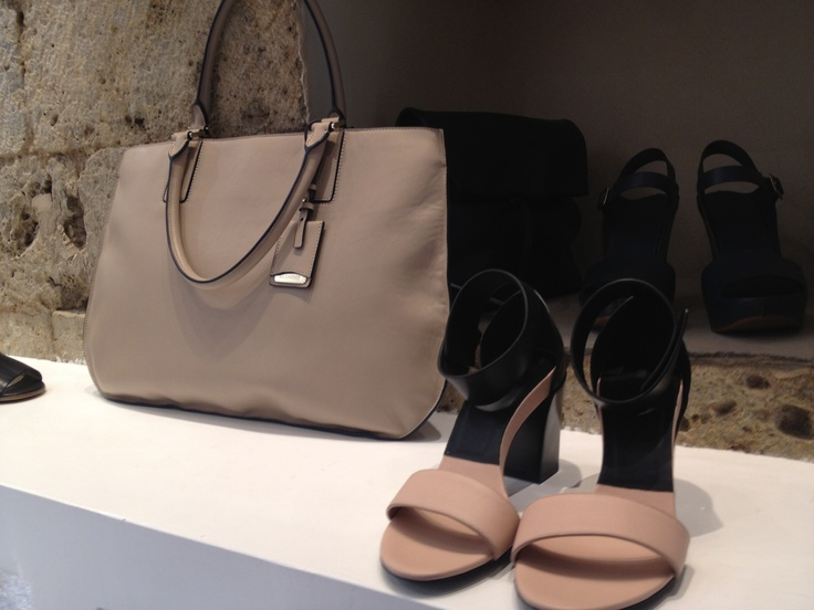 A perfect combo! Jil Sader zip-up tote and Chloé sandals. #dolcitrame #Jilsander #Chloé #tote #shoes