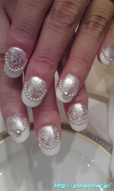 シルバーのブライダルネイル umm pearl nail designs