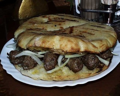 cevapi i lepinja (Flatbread with sausages)