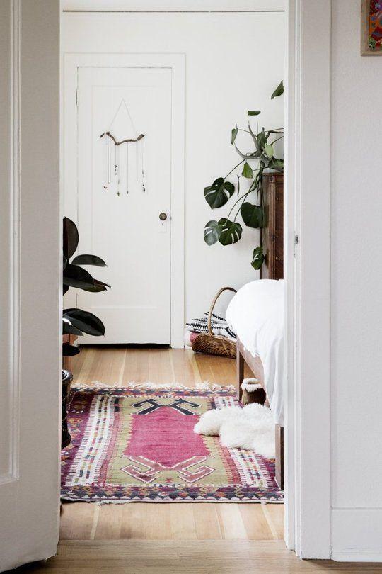 White bedroom / pink rug