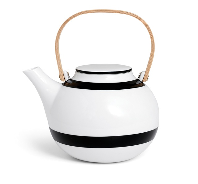 Omaggio Teapot by Kähler-Streamlined and chic, this super-sleek porcelain teapot from Danish designers Ditte Reckweg and Jelena Schou Nordentoft offers a minimalist, Scandinavian interpretation of the traditional tea service.