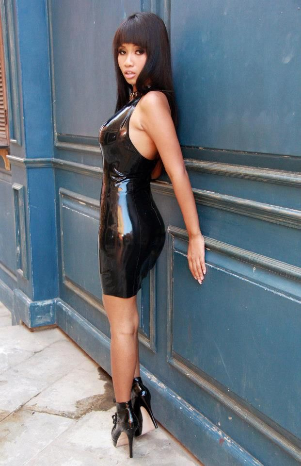 latex dress blue diamond thaimassage