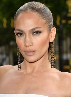 No matter your age, there's a makeup look that'll make you feel like a million bucks. Jennifer Lopez rocks the naturally bold look.