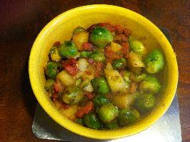 Gewokte spruitjes met peer. Ook lekker met appels en mexicaanse kruiden.