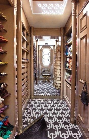 Tappeto geometrico nella cabina armadio