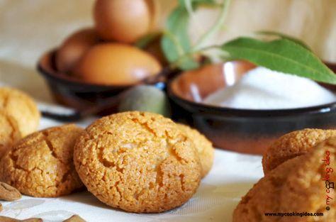 Gli amaretti i tipici dolci sardi preparati con tre ingredienti: mandorle, zucchero e albume. Si contraddistinguono per la loro morbidezza.