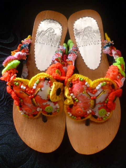 PALITOS Referencia SP4 Condición: Nuevo Sandalias en pino, anatomico tallas 35,36,37,38,39,40 en todos los colores en la combinacion perfecta para tu vestido de baño. $ 81.200 pesos colombianos. $ 32.64 dolares.