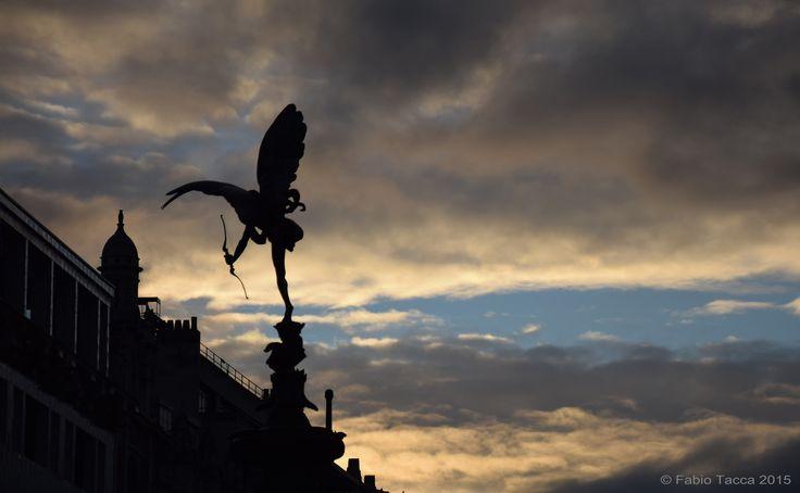 """https://flic.kr/p/C4P1D9   Anteros   Shaftesbury Memorial Fountain, London  """"Sempre, dalla prima volta che è andato a vedere Eros e le luci delle insegne, quella rotonda è stata un vero e proprio magnete per lui: quella rotonda rappresentava la vita, il principio e la fine del mondo"""" (Samuel Selvon, The Lonely Londoners)"""