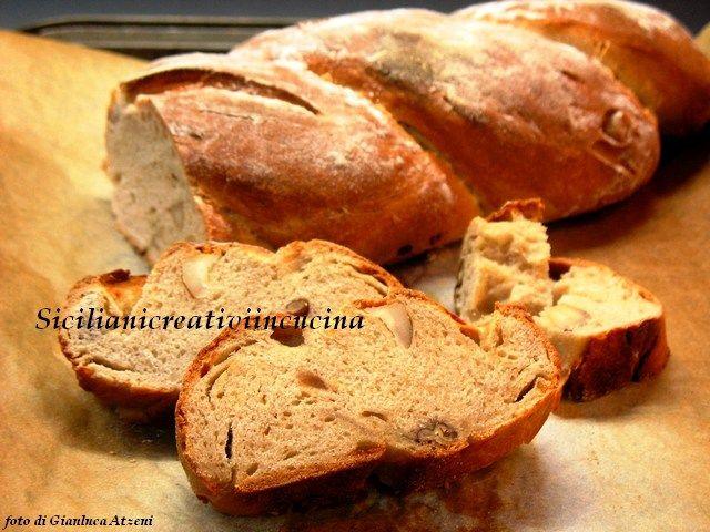 Pane con pecorino e noci pecan
